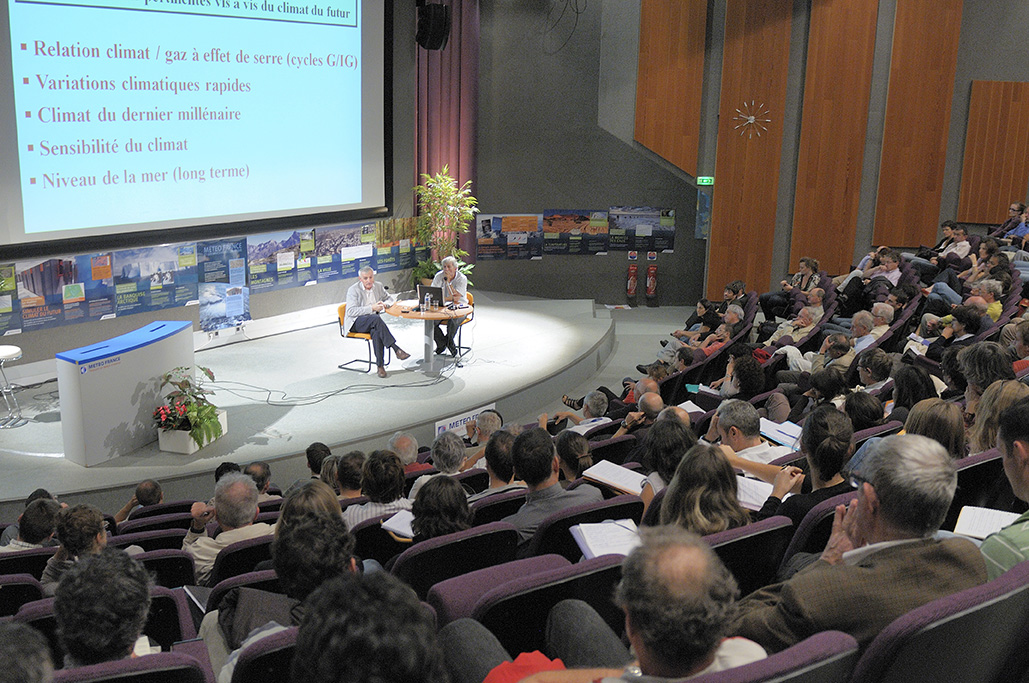 « Evolution du climat : que nous apprend le passe ? » une conference de la Societe Meteorologique de France (SMF) avec Jean-Jouzel et Joel Collado au Centre International de Conferences le 7 octobre 2010.